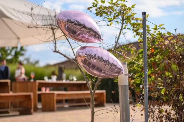 Hochzeit romantisch eleganter rustikaler Look im Forsthof rosa pink weiss