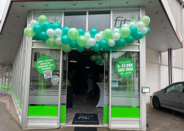 Eröffnungsfeier Luftballongirlande Fitnessstudio fit+ Lorch grün